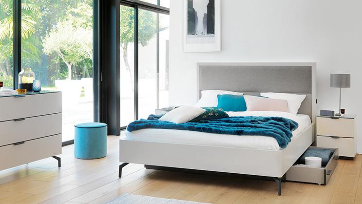 lit-avec-tete-haute-et-cadre-sur-socle-perla
